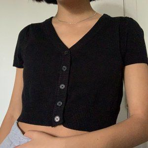 CROPPED BLACK SHORT SLEEVE CARDIGAN BUTTON UP